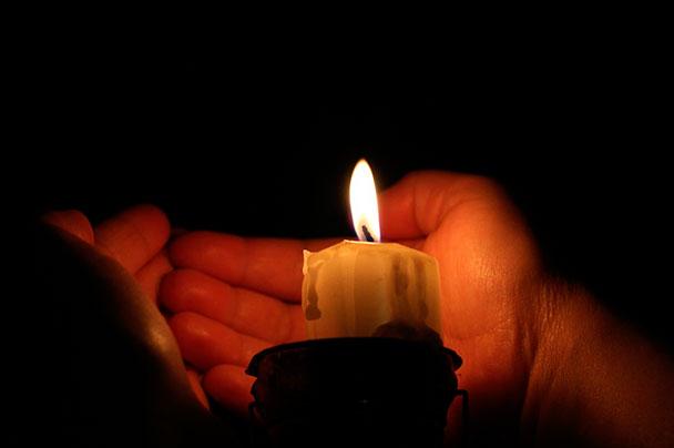 Руки и свечи